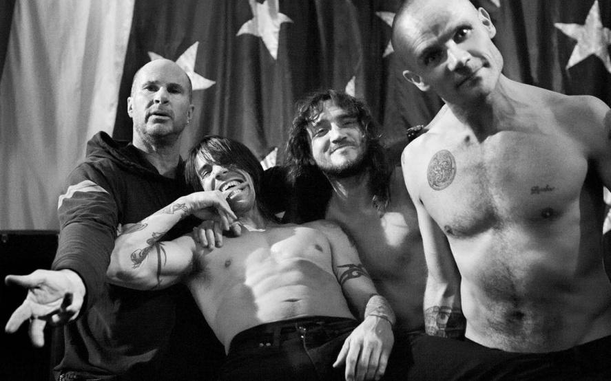 Revelan fotos de Red Hot Chili Peppers con John Frusciante en el estudio